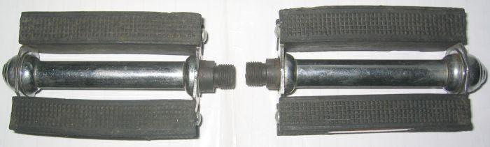 Vintage - rubber sides 9/16-inch thread bicycle pedals