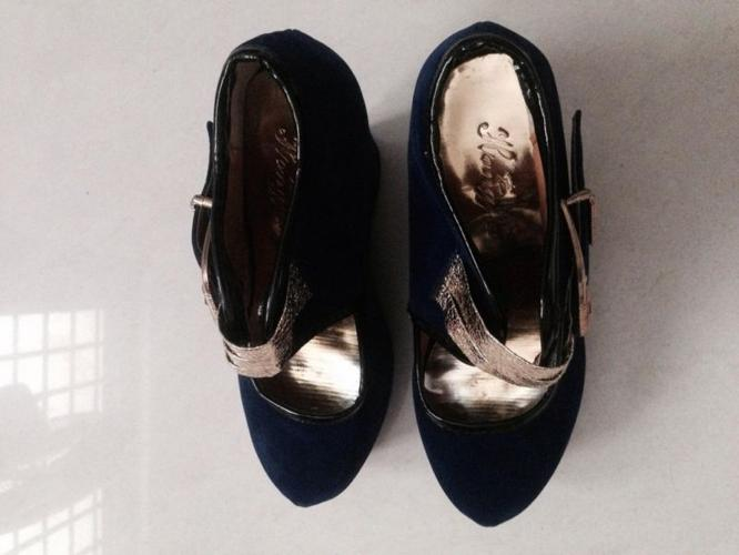 Womens shoes/heels in great condition @ cheaper deal
