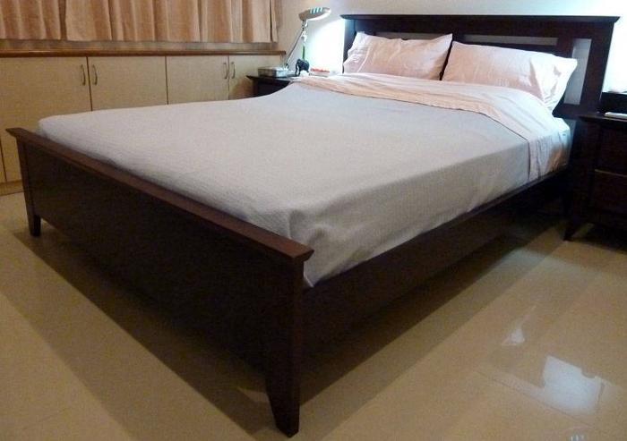 Wooden Designer Queen Bed