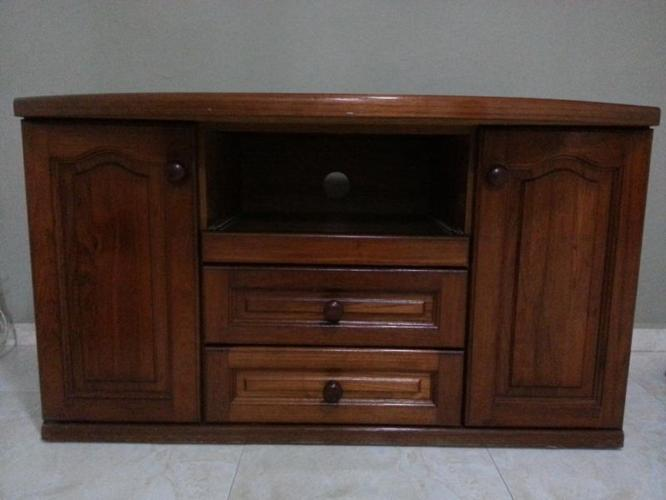 wooden TV console 9/10 conditions