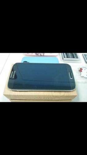 WTS- Samsung S4 with battery kit and desk top charger.