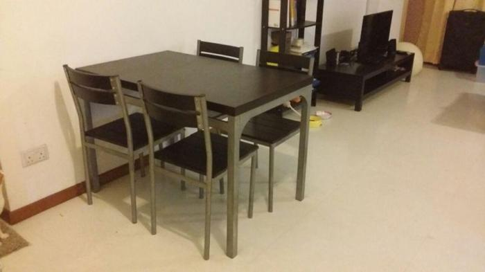 WTS - 9/10 dining table with 4 chairs, CHEAP