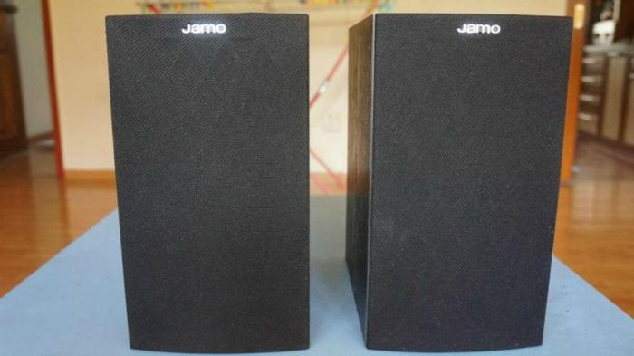 WTS A Pair Of Jamo Bookshelf Speakers