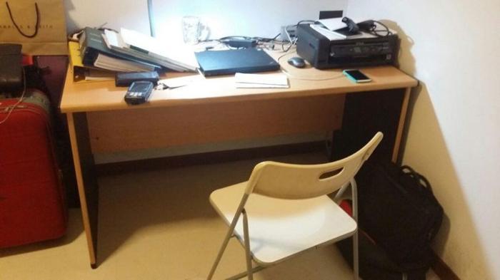 WTS large size desk, good condition