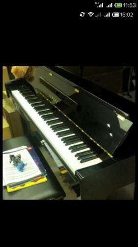 Yamaha Piano YM5