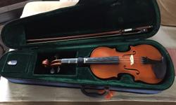 3/4 Violin with case and bow in EXCELLENT condition,