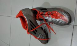 USED BUT STILL IN GOOD CONDITION BRAND : ADIDAS SIZE :