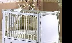 Selling beautiful romantic style baby bed / daybed in