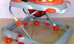 Mamalove Baby Walker *used 8/10 *adjustable height