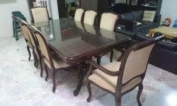 Beautiful dining table that seats 8 comfortably. glass