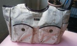 I am selling Belotte Baby Diaper Bag. Location of