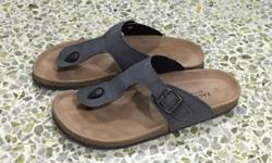 ZALORA brand sandal Size 43 90% new Letting go due to