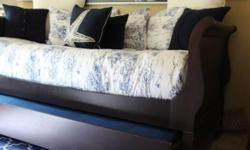 Pre-owned solid wood daybed with good quality mattress