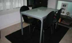 Excellent condition - White/Silver Dining table and 4