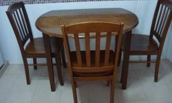 Solid wood dining set comprising 1 table + 3 chairs.