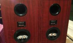 FS a pair of tip top condition Dynaudio 52 speakers