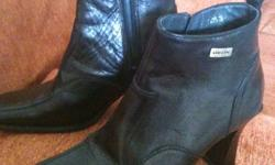 Hardly worn GEOX BLACK boots size 36. Interested please