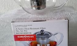 Brand NEW 800ml glass tea pot. Bought several but never