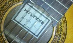 Hyundai HYC-5 classical 40in guitar. Excellent