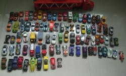 Estimate around 100car with Hot wheels carries truck