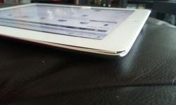 selling a set of ipad 2 16gb wifi white. slight dent at
