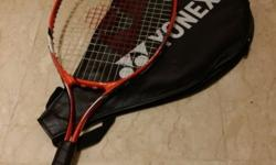 Good racket, almost new, used 4 times... a good deal.