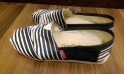 White kappa shoes with blue stripes. size 37.used twice