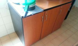 Selling my Kitchen table / Cabinet Excellent