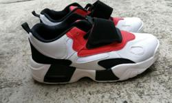 - New sport shoes . - Size 40 - Colour in red , white