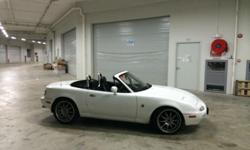 Madza MX5 1.6M for sale 1.6M 16V DOHC Engine, 5 Speed