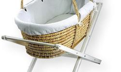 This beautiful Moses Basket is hand made from 100%
