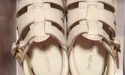 Brand New! Baby New born white shoe. Size : 2 months