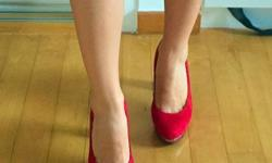 Hi girls, Very nice red high heels, size in 35, geniune
