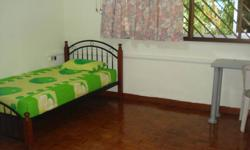 3 mins walk to Eunos mrt, air-con room at blk830 sims