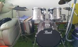 Mid range pearl forum drum set .seldom used.my son stop