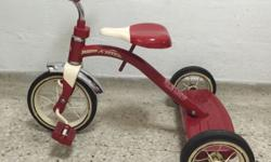 Radio flyer CLASSIC RED TRICYCLE Ride in style on the