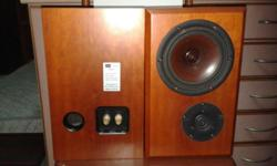 QUALITY JUBILAEUM BOOKSHELF SPEAKERS, SOLID BUILT IN