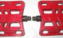 Red all metallic pedals for Mountain Bike / BMX stunt