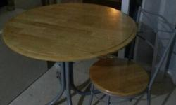 Round wooden Dinning Table with 4 Chairs for sale. Good