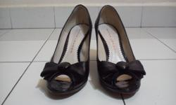 Size 37. Pre-loved, does not come with box. Slight dirt