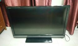 I am selling my Samsung 40' LCD hd tv and my Philips