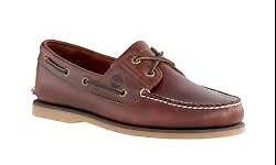 I'm selling a brand new timberland classic boat shoes