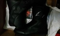 Hi, selling away my Falco motorcycle boot for $120.