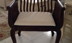In very good condition Comes with removable seat pad L