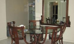 5 seats dining table in an good condition as seldom