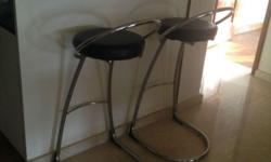 - stainless steel and synthetic leather seats - 82cm