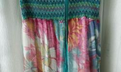 Long Floral Tube Dress Condition: 8/10 Length: 107 cm