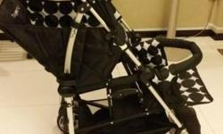 Rear seat suitable from 3+ months to 20 kgs. One hand