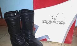 im selling away my riding boots size 44 due to no more