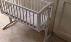 Swinging Crib ideal for baby's first 6 months. Bought